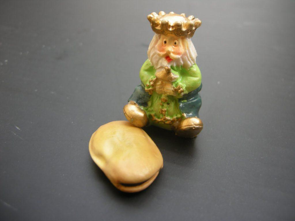 figurita-y-haba_la-historia-del-roscon-de-reyes